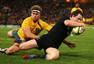 SYDNEY, AUSTRALIA - AUGUST 17:  Ben Smith of the All Blacks beats the tackle of Michael Hooper of the Wallabies to score during The Rugby Championship Bledisloe Cup match between the Australian Wallabies and the New Zealand All Blacks at ANZ Stadium on August 17, 2013 in Sydney, Australia.  (Photo by Mark Nolan/Getty Images)
