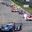 Des voitures engagées sur une piste lors des 24 Heures du Mans 2020